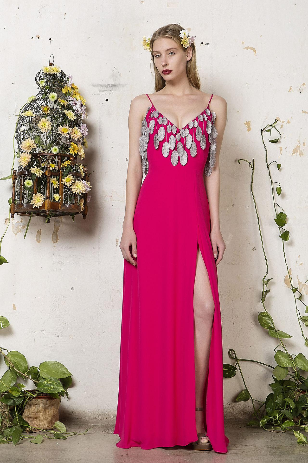Love + Alicia  Υπέροχα ρούχα για καλεσμένες και κουμπάρες.  d886130d734