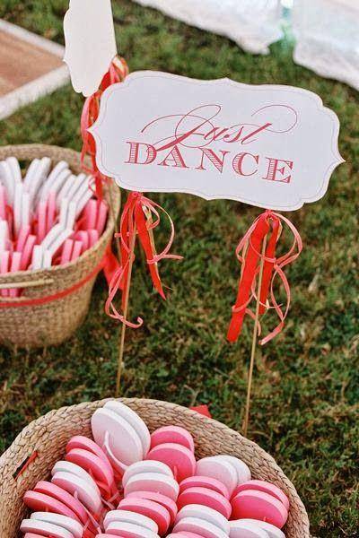 Photo Credit: http://northshorebride.blogspot.gr/2013/09/dancing-feet-wedding-flip-flop-basket.html