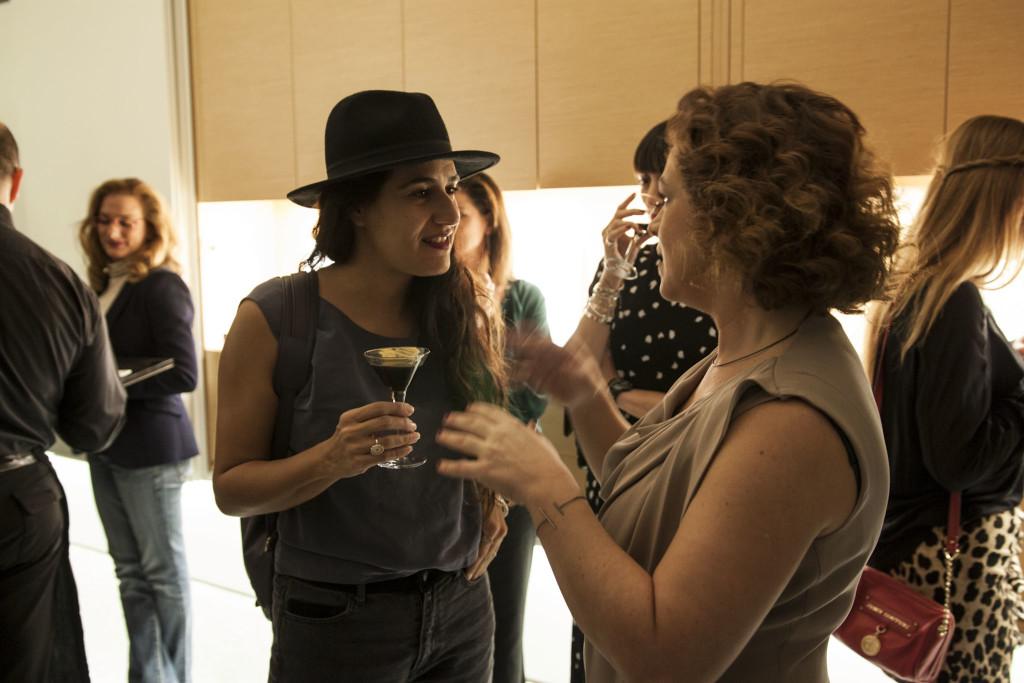 H ταλαντούχα σχεδιάστρια Aλεξία Κιρμίτση συνομιλεί με την Κατερίνα Κουλουμπούρου.