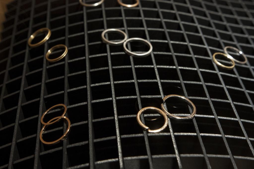 Οι καλεσμένοι είχαν την ευκαιρία να δουν από κοντά τις βέρες και τα μονόπετρα της KK Jewelry Lab.