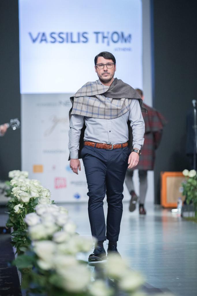 Ο δημοσιογράφος, Λάμπρος Κωνσταντάρας, ως cool γαμπρός.