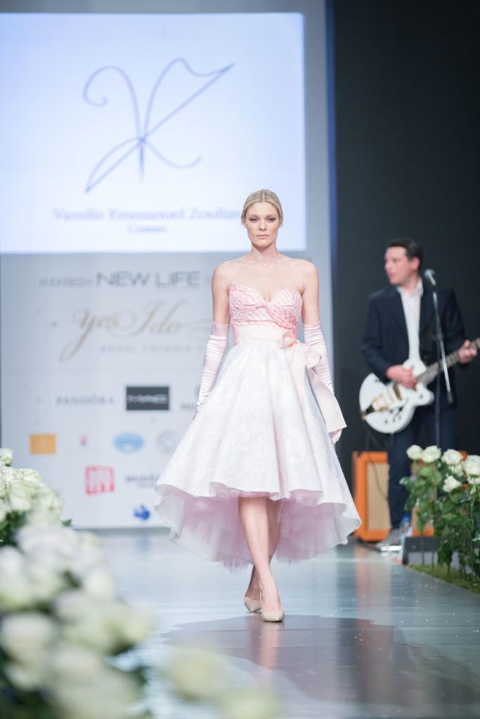 H Αναστασία Περράκη, μια νύφη σε pastel pink αποχρώσεις.