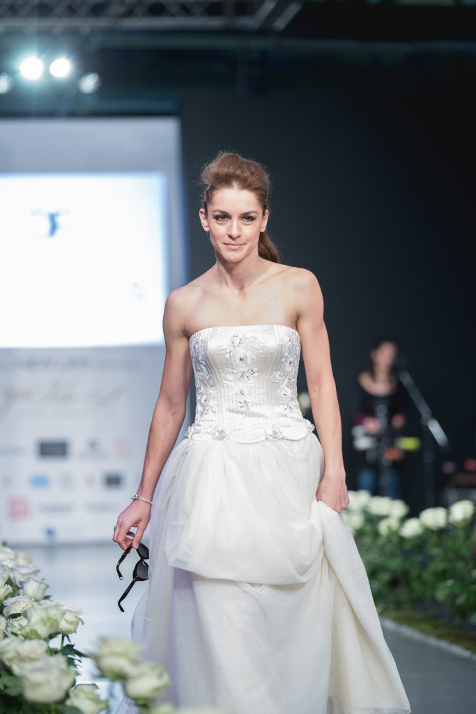 H ηθοποιός Γιούλικα Σκαφιδά, ή αλλιώς η πιο cool νύφη που συναντήσαμε ποτέ με δημιουργία του οίκου Maison Faliakos.