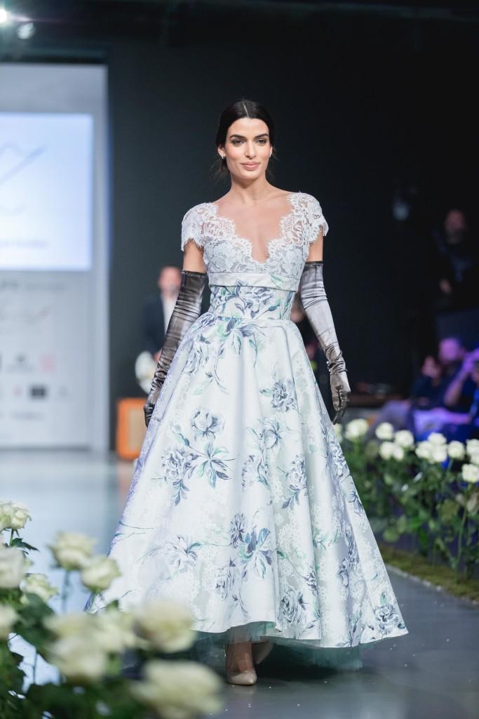 To Cover Girl του νέου τεύχους του Yes I do,η ηθοποιός, Τόνια Σωτηροπούλου έκανε το κλείσιμο του σόου των σχεδιαστών με δημιουργία από τον σχεδιαστή, Βασίλη Ζούλια.