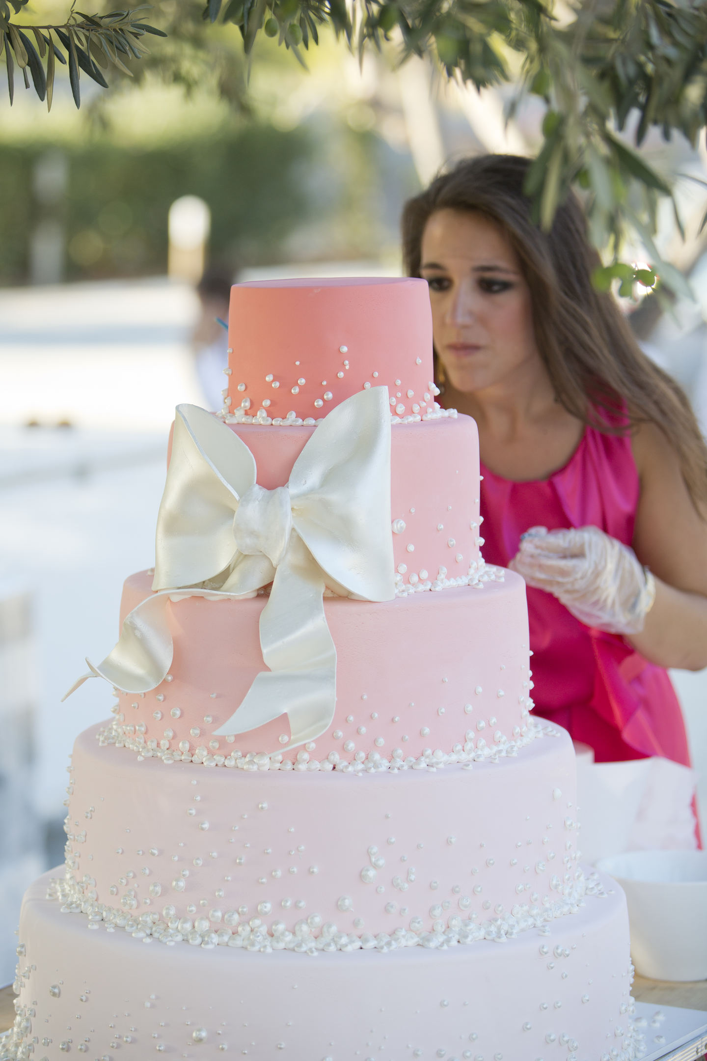 ZOE PUTTING THE LAST TOUCHES ON WEDDING CAKE (1)