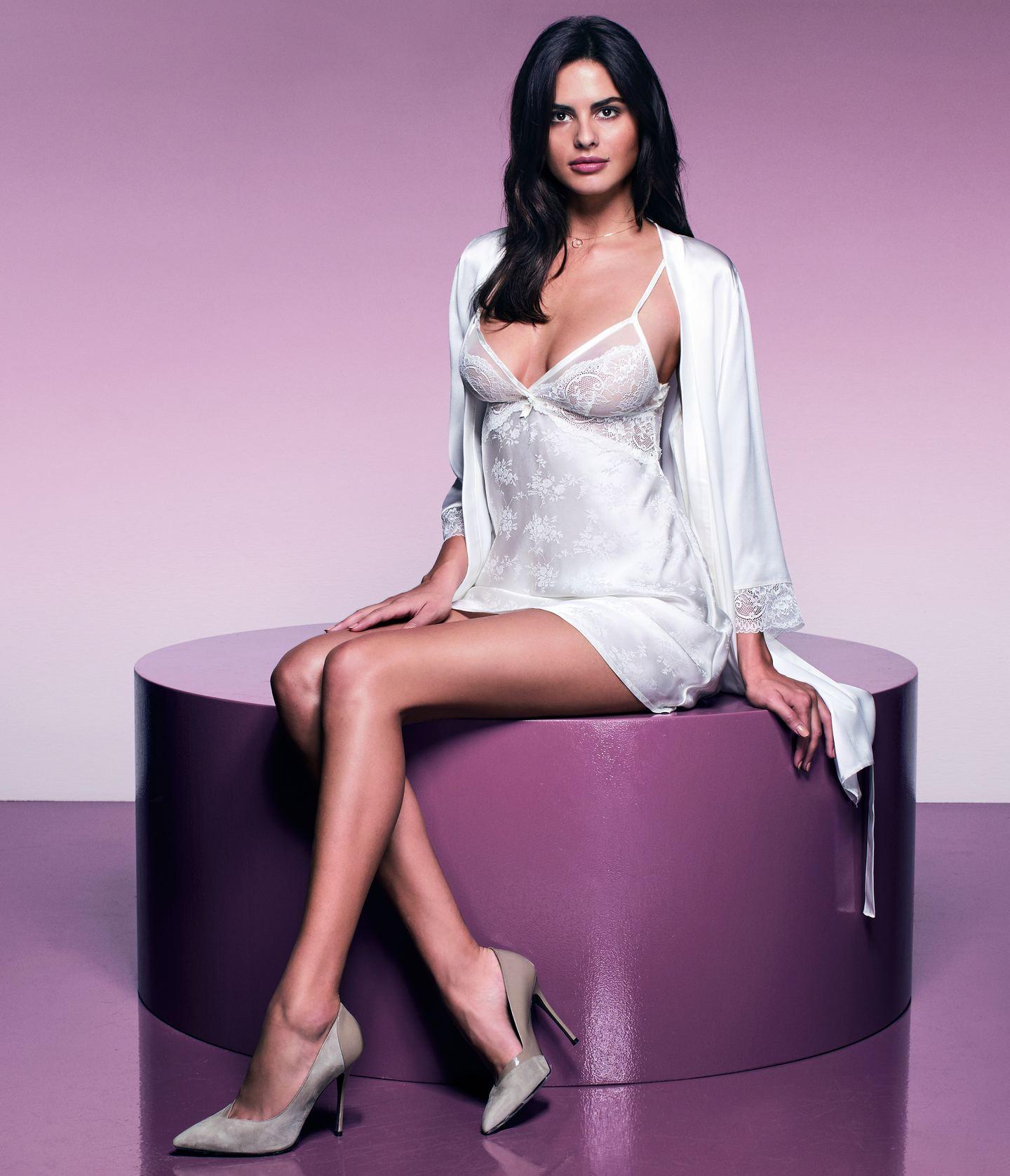 2)Μεταξωτό lingerie dress με floral μοτίβα και ασορτί ρόμπα. 2be2ac904bf