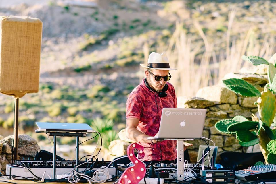 DJ Andeas Giannas@ Alemagou mykonos photo credits elias kordeliakos