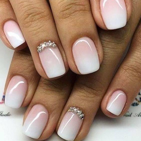 Η τεχνική ombre στα νύχια είναι πολύ δημοφιλής φέτος! Επιλέξτε την παλ απόχρωση που σας αρέσει βάσει των χρωματισμών της νυφικής σας εμφάνισης.