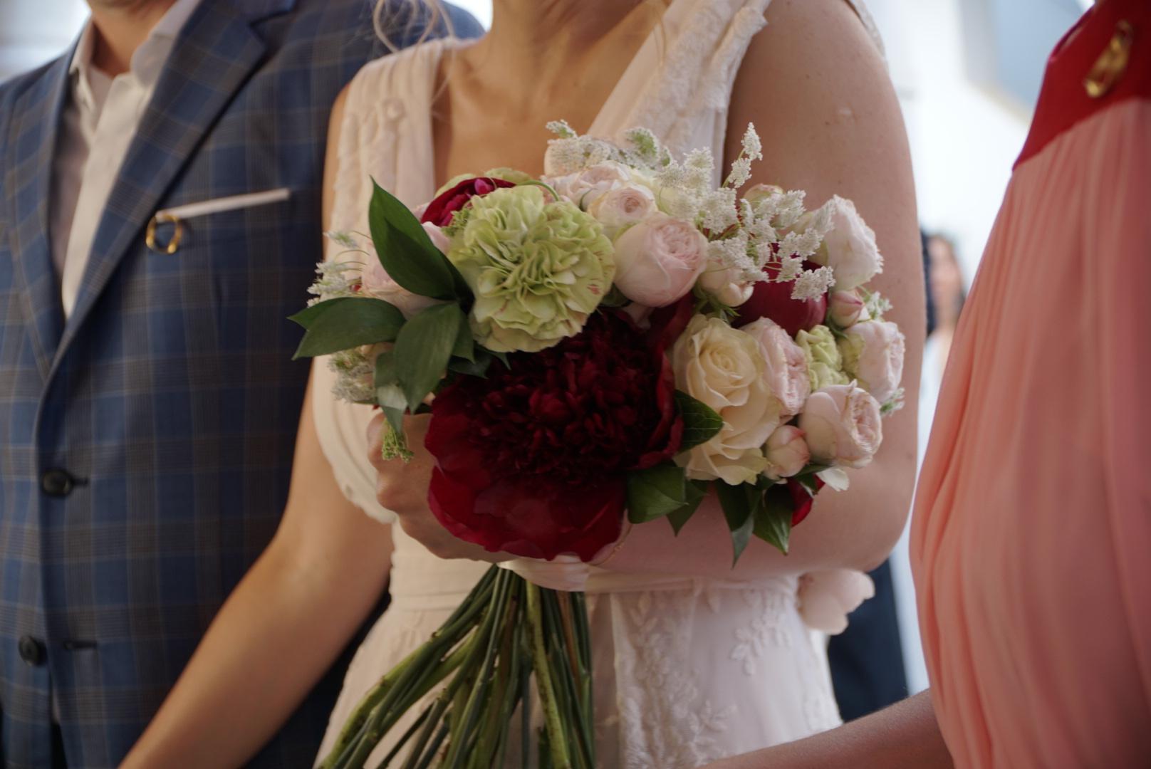 Η όμορφη ανθοδέσμη από το Γιώργο Μοναχό του Chlorofilli Flowers.