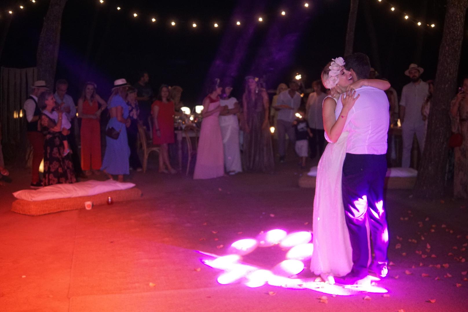 Ο πρώτος χορός....