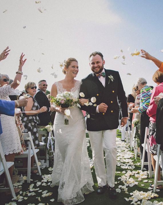 molly-greg-wedding-toss-00052-s111481-0814_vert