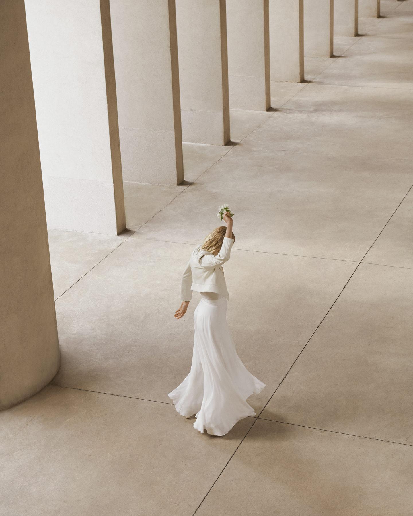 Πώς θα επιλέξετε το πιο κομψό bridal outfit για τον πολιτικό γάμο ... afbfdbf71f2