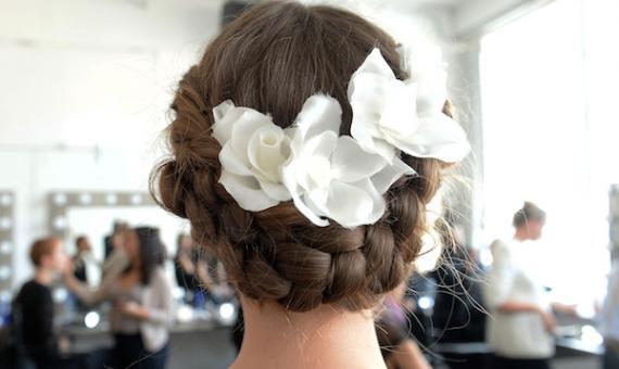 9d54433dc321 Bridal Hairstyle  Αποκλειστικά στο Yes I Do το ιδανικό νυφικό χτένισμα και  πως να το αποκτήσεις!  Moroccanoil